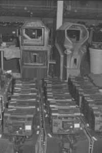 Massenweise Gehäuse und TV Geräte im Warenlager